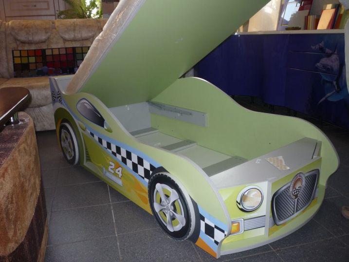 кровать для маленького автогонщика