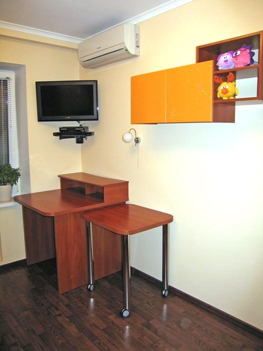 компьютерный стол с приставным столиком на колесиках
