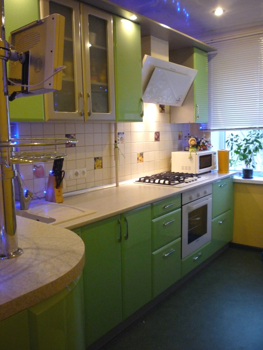 удобная кухня с нишей