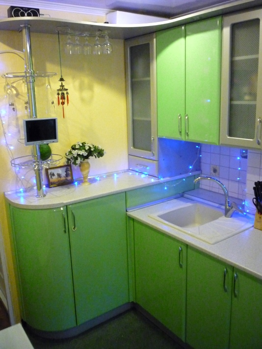 кухня с нишей зеленая
