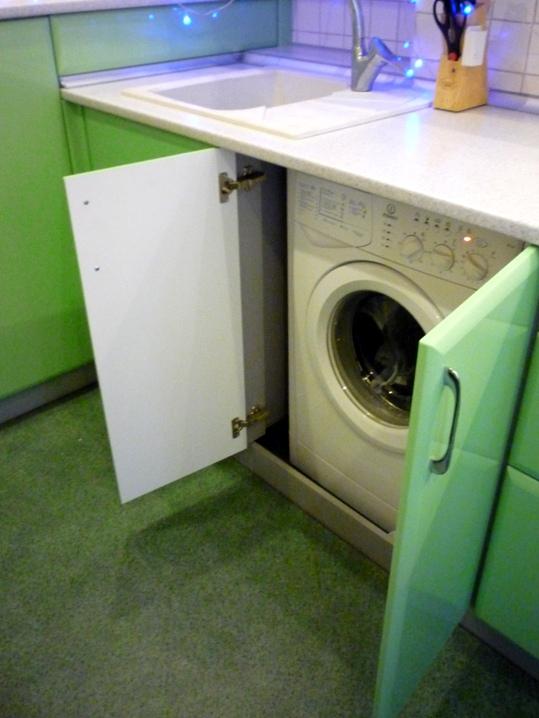 и стиральная машинка на кухне