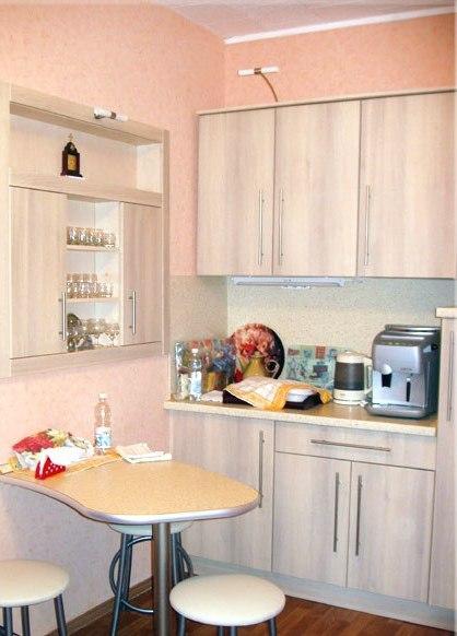 стол кухонный с фигурной столешницей