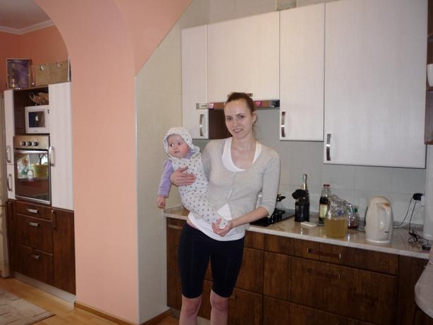 Катя на кухне