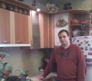 Денис на новой кухне