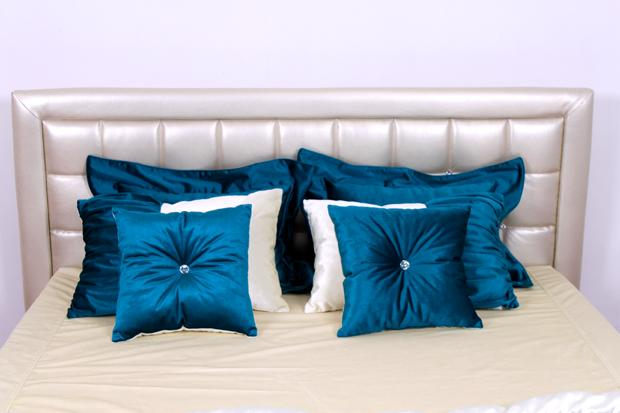 """Нифертити"": подушки как цветовой акцент"