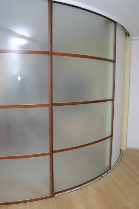межкомнатная перегородка с матовым стеклом