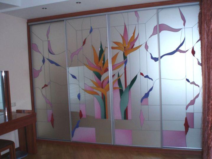 оформление фасада может превратить шкаф в произведение искусства