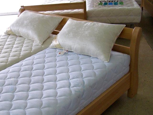 Кровати из натурального дерева (бук)