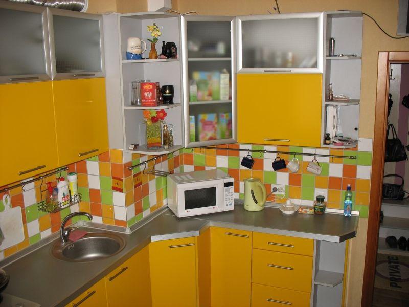 так можно обыграть угол в кухне