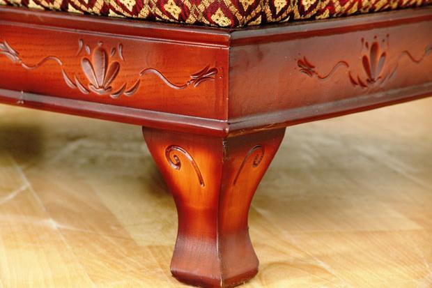 "Диван ""Фараон"": деревянный декор"