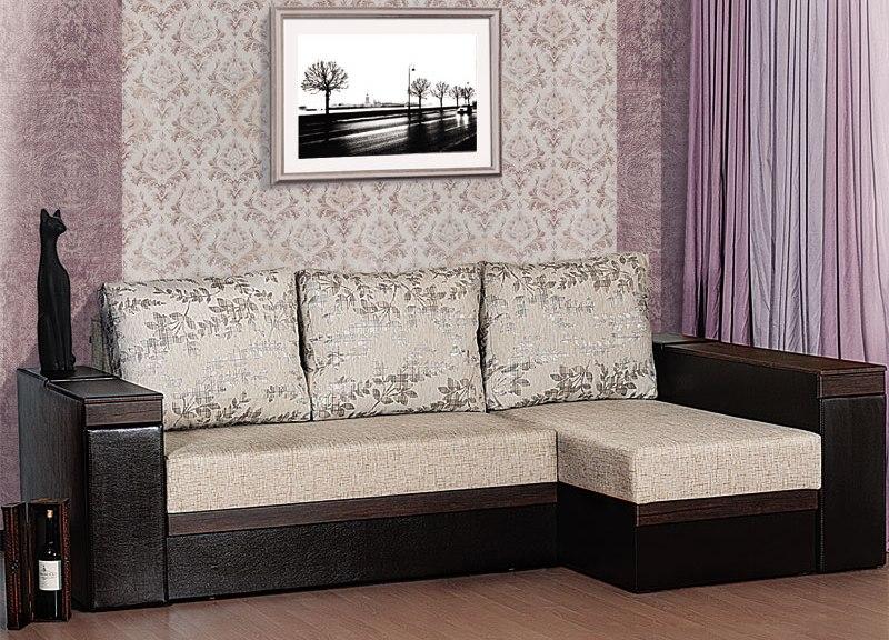 "Угол ""Аккорд"": подушки с серебряным принтом"