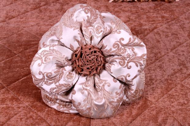 Подушка КР-06 в виде цветка