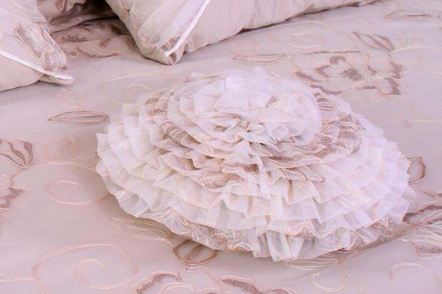 Подушка КР-08  розовая (50x50)