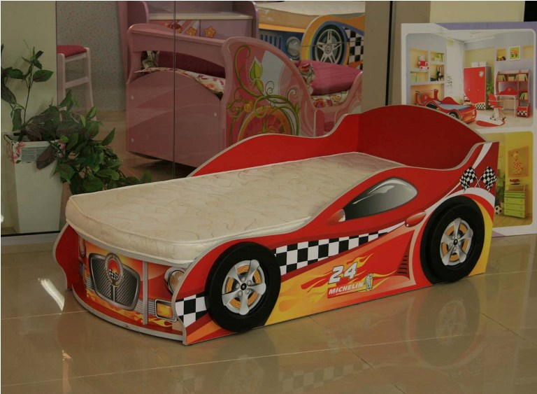 Кровать-машинка без объемных колес