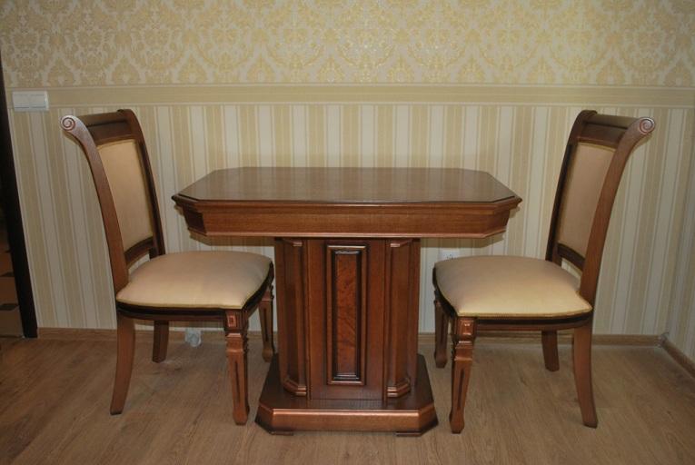"""Кабинет """"Колизей"""": стол и стулья"""