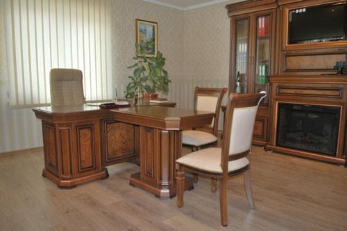 """Кабинет """"Колизей"""": стенка и стол"""
