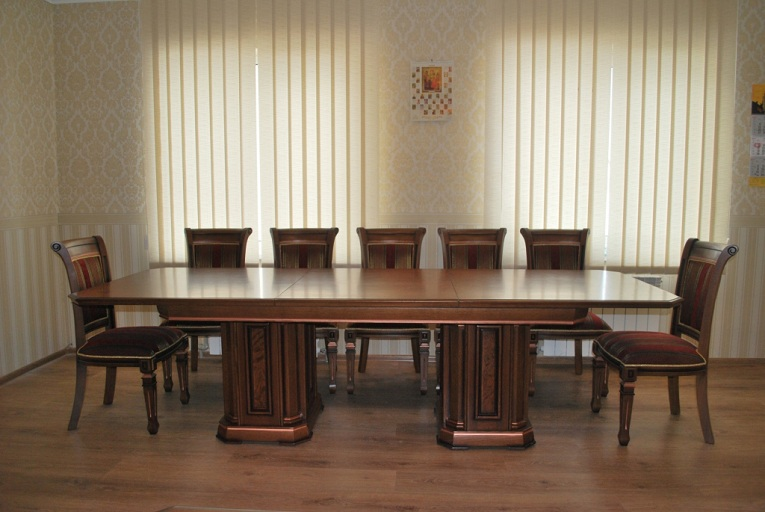 """Кабинет """"Колизей"""": стол для заседаний"""