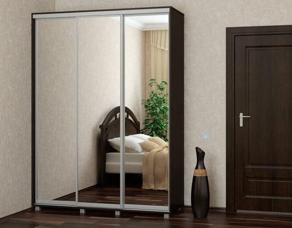 Шкаф-купе трехдверный: зеркало + венге