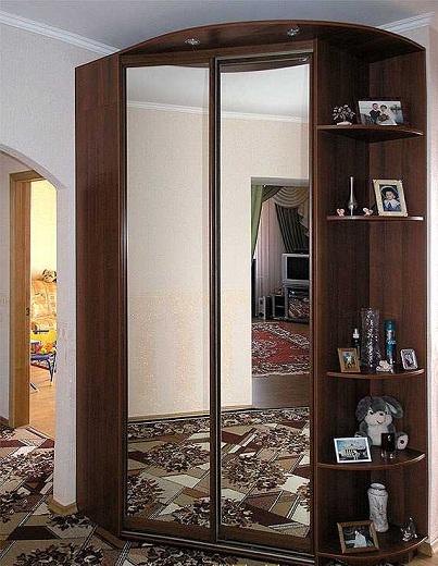 Скошенный угловой шкаф-купе: ЛДСП + зеркало