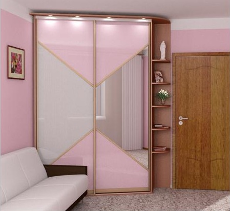 Скошенный угловой шкаф-купе: оракал + зеркало