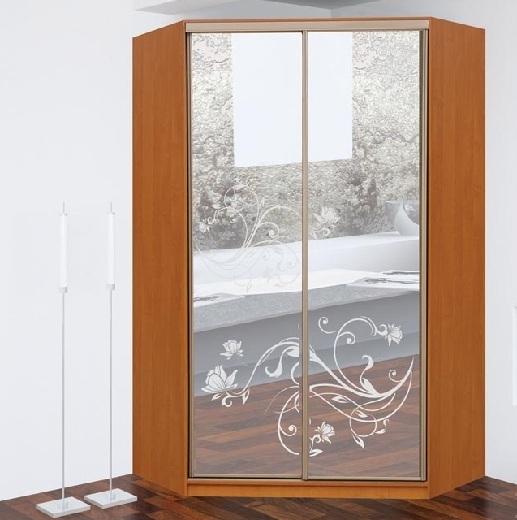 Скошенный угловой шкаф-купе: пескоструй