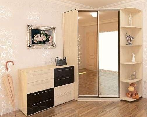 Скошенный угловой шкаф-купе: двери-зеркала