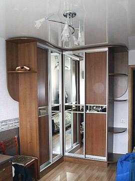 Угловой шкаф-купе: ЛДСП + зеркало